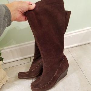 Women's size 7.5m Aerosoles brown suede boots